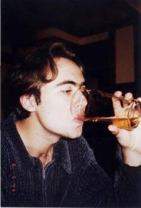 Rafael Reinehr tomando um pint de cerveja em Londres