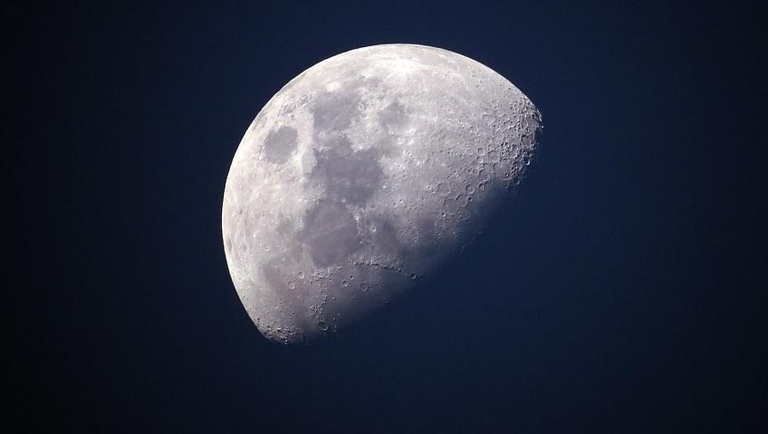 Armstrong pisava a lua, quando eu apareci…