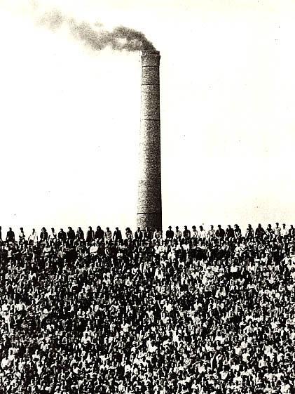 """foto de Pedro Martinelli: """"Esta fotografia foi feita no dia primeiro de maio de 1971 no jogo Palmeiras X Guarani no Parque Antártica, segundos depois que o juiz colocou a bola na marca branca do meio do campo."""""""