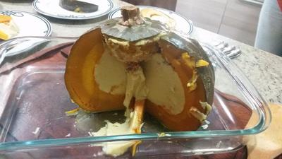 Torta de abóbora recheada com leite de coco, açúcar de palmeira e especiarias.
