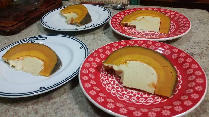 Aprenda a fazer Pumpkin Custard - receita tailandesa de abóbora recheada.